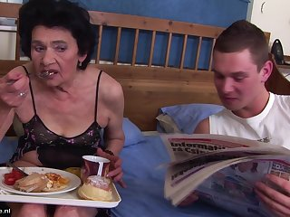 Breakfast in bed leads to passionate mature hardcore sex