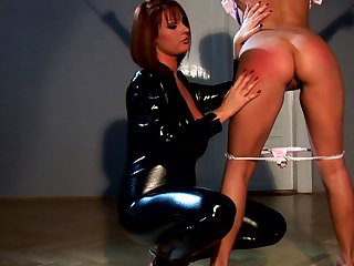Blond Aloha and LaTaya Roxx are spanking each other