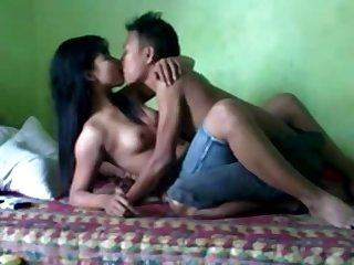 Amateur Thai couple have a nice sex
