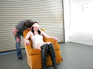 Blindfolded woman loves feeling her hunk's erected boner