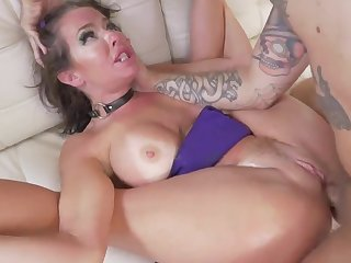 Nedy ass milf with staggering nude forms, Veronica Avluv, gets younger bloke to damage her ass in extra harsh anal hardcore porn scenes on the couch