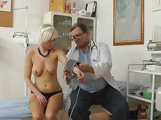 Beddable tall blonde is having impressive time with this awesome perverted doc