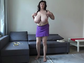 Amateur swings her huge tits around and sucks her nipples