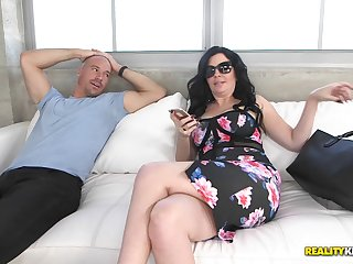 Big cock pushes into the pretty milf and makes her cum