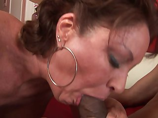 Mature woman shows off her skills in bed by sucking his cock