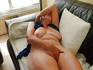 Granny masturbateing and cums