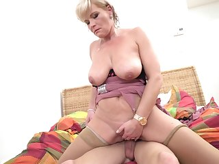 Sexy reverse cowgirl ride with a milf and her young lover