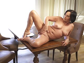 Provocative mature Olivia Westervelt loves masturbating on the chair