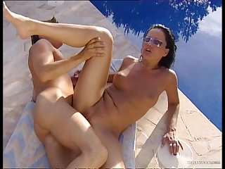 Tanned Soffie Gently Gets Anal Sex Outdoors By The Pool