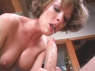 MILF Houswife Saskia Steele Blowjobs