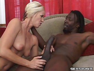 Huge black dick fills up the blonde mom in sexy lipstick