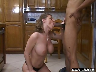 Housewife makes a call to a BBC dude to fuck her cunt