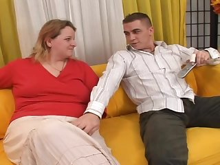 Fat milf lets a guy finger and fuck her pussy and gets it filled with cum